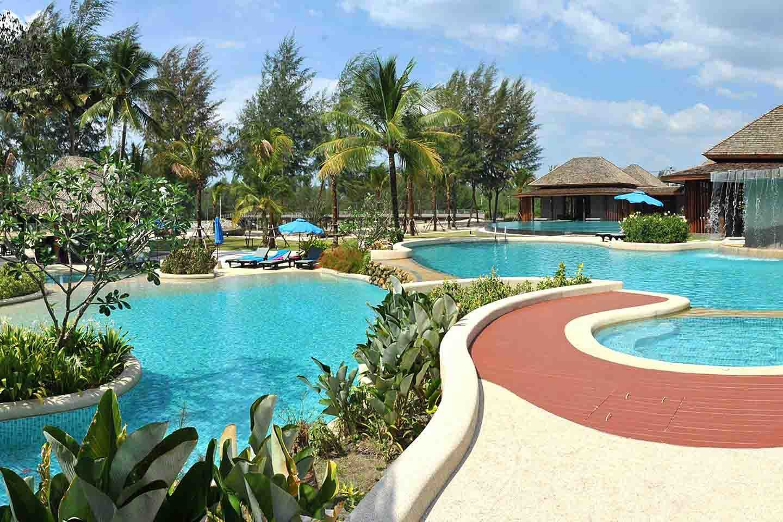 Apsara Beachfront Resort & Villa pool2