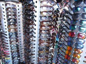 kann man in khao lak sonnenbrillen shoppen?