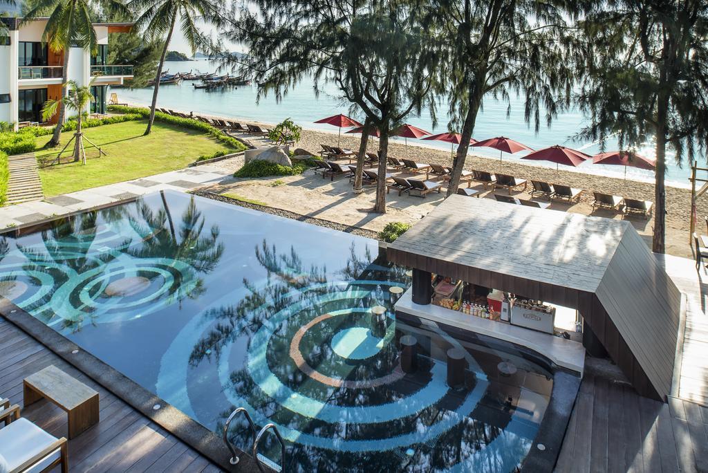 idyllic concept beach resort koh lipe